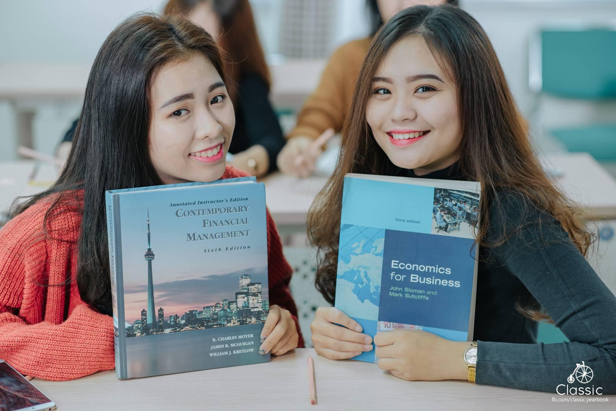Học Đại học bằng tiếng Anh mang lại cho bạn lợi ích gì?