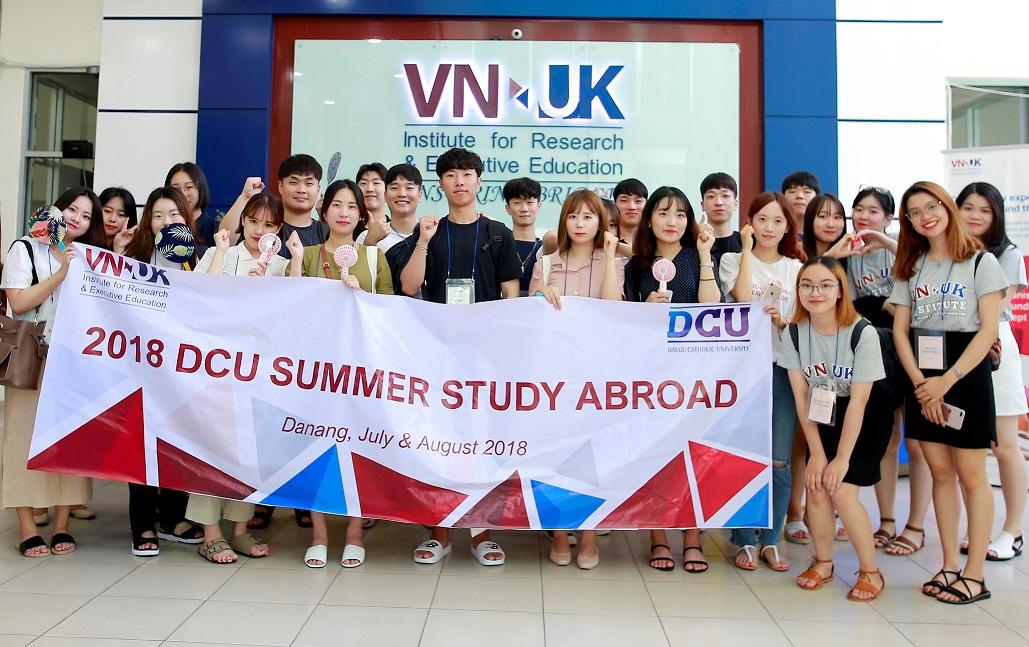 Sinh viên đại học công giáo Daegu,Hàn Quốc học tập và giao lưu văn hóa tại VNUK